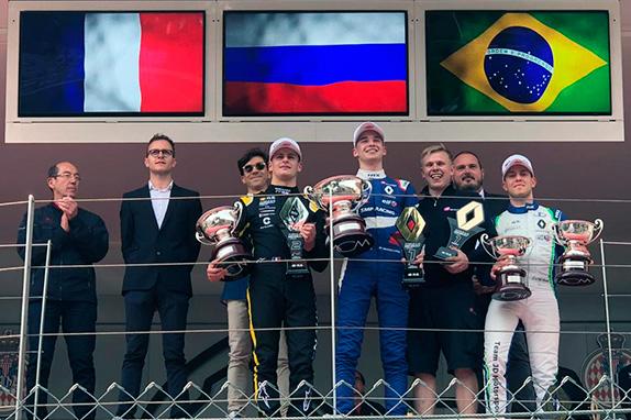 Формула Renault: Смоляр выиграл гонку в Монако