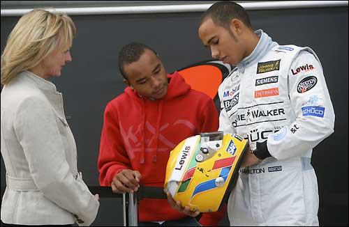 Льюис Хэмилтон на тестах McLaren в Сильверстоуне