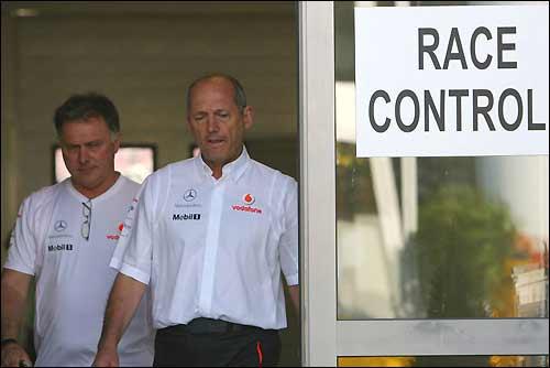 Рон Деннис покидает офис управления гонкой