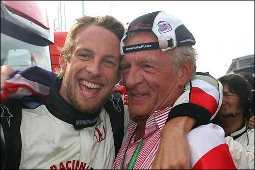 Дженсон и Джон Баттон после финиша Гран При Венгрии