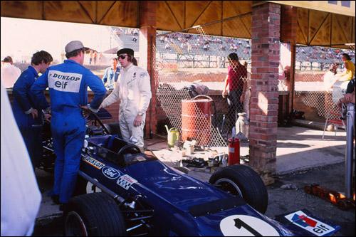Джеки Стюарт и его March 701 команды Tyrrell на Гран При ЮАР 1970 года