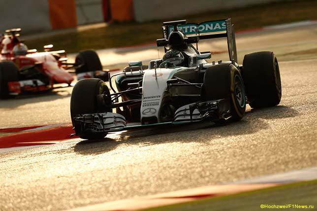 Нико Росберг за рулём Mercedes F1 W06 на тестах в Барселоне