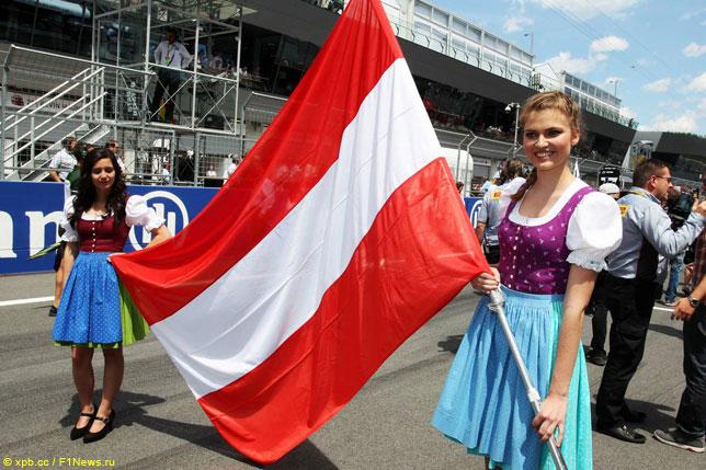 Грид-гёлз на стартовой решетке Гран При Австрии