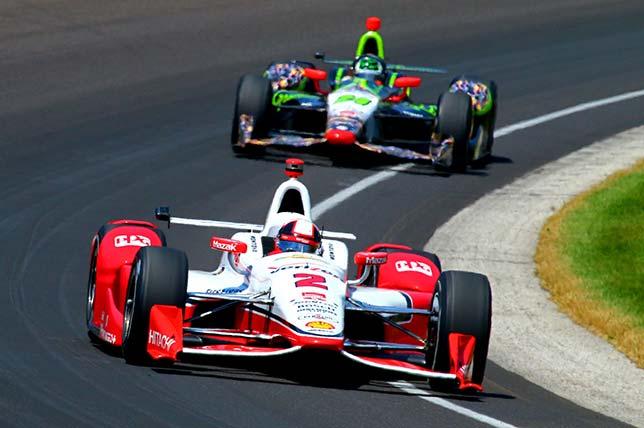 Хуан Пабло Монтоя лидирует в гонке Indy 500