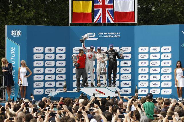 Подиум заключительного этапа первого сезона Формулы E в Лондоне