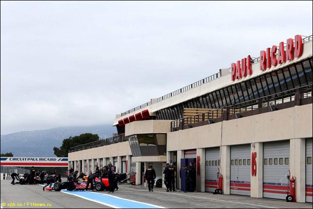 Даниэль Риккардо на тестах Pirelli