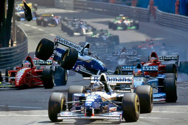 Авария на первом старте гонки в Монако