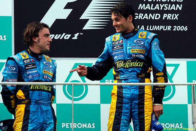 Фернандо Алонсо и Джанкарло Физикелла на подиуме Гран При Малайзии 2006 года