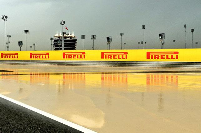 Залитая дождем трасса в Бахрейне