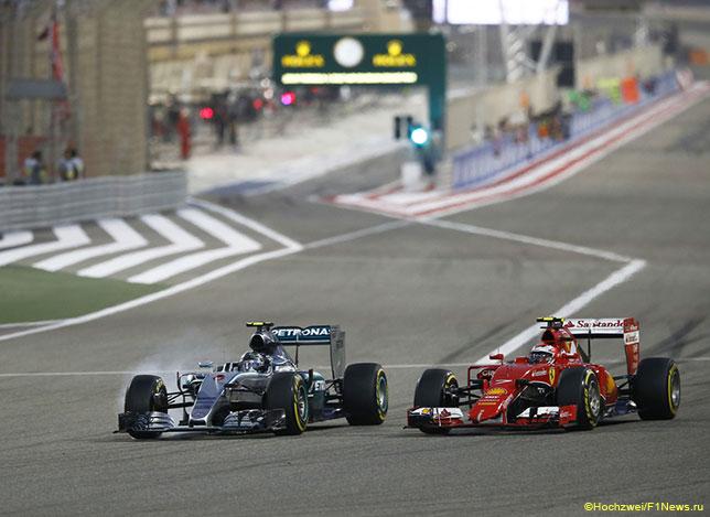Кими Райкконен ведёт борьбу за позицию с Нико Росбергом на трассе Гран При Бахрейна, 2015 год