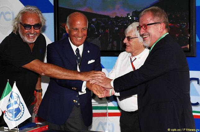 Флавио Бриаторе, Анжело Стикки Дамиани, Берни Экклстоун и Роберто Марони на сентябрьской пресс-конференции, посвященной продлени