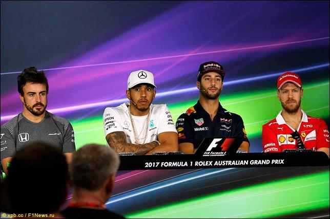 Первая пресс-конференция гонщиков