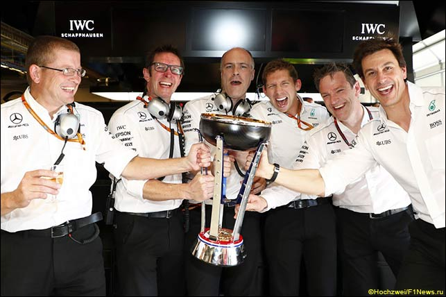 Mercedes: главный инженер Саймон Коул, главный гоночный инженер Энди Шовлин, электронщик Эван Шорт, главный стратег Джеймс Ваулс