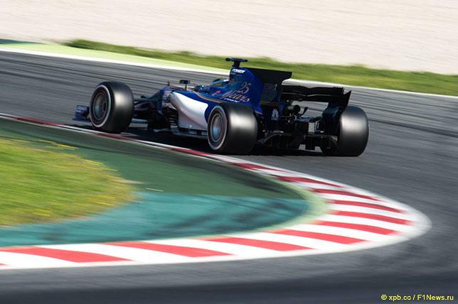 Маркус Эриксон на трассе в Барселоне за рулём Sauber C36