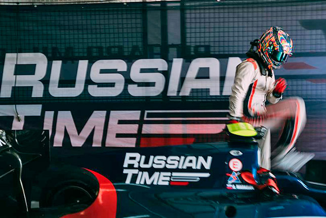 Ф2: Артём Маркелов выиграл первую гонку сезона