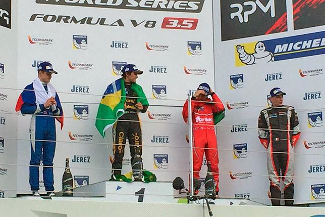 Подиум первой гонки Формулы V8 3.5 в Сильверстоуне