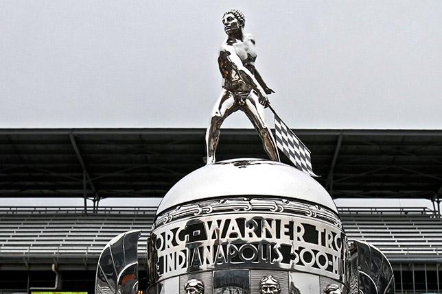 Трофей победителя гонки Инди-500