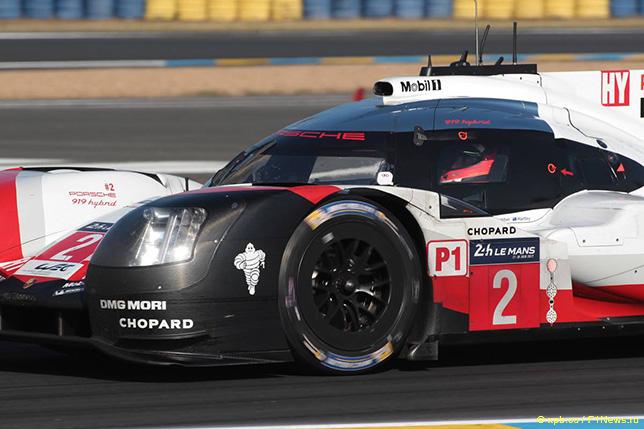 Тимо Бернхард за рулём Porsche под номером 2