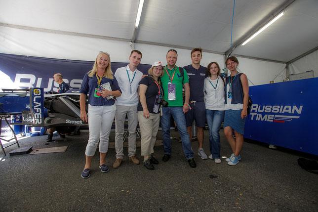 Победители конкурса вместе с Артёмом Маркеловым и Светланой Стрельниковой