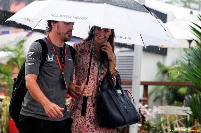 Фернандо Алонсо с подругой Линдой Морселли утром в воскресенье