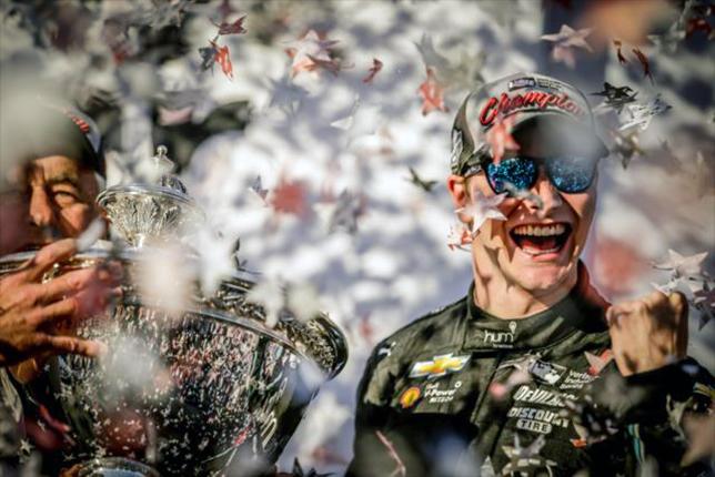 Джозеф Ньюгарден после завоевания титула чемпиона IndyCar 2017 года