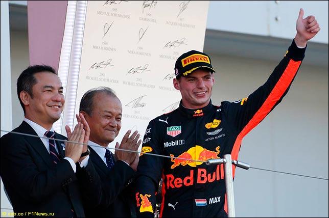 Макс Ферстаппен на подиуме Гран При Японии