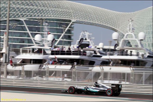 Льюис Хэмилтон на прошлогоднем Гран При Абу-Даби