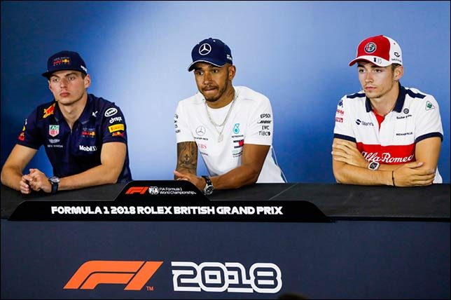 Макс Ферстаппен (Red Bull Racing), Льюис Хэмилтон (Mercedes) и Шарль Леклер (Sauber)