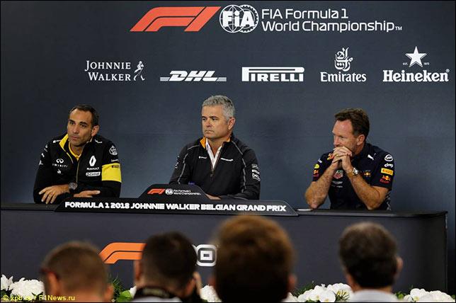 Сирил Абитебул (Renault), Жиль де Ферран (McLaren) и Кристиан Хорнер (Red Bull Racing)