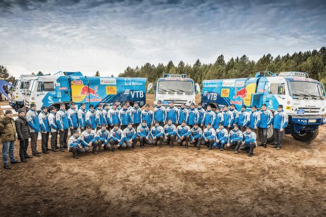 Команда КАМАЗ-Мастер на финальном смотре команды на тестовой трассе в Тарловке