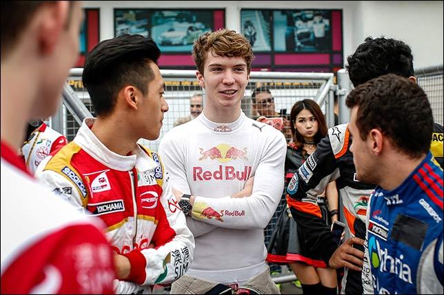 Формула 3: Судьба гонки решилась в последнем повороте