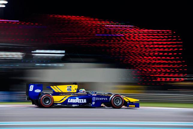 Ф2: Роуланд выиграл гонку в Абу-Даби, Маркелов второй