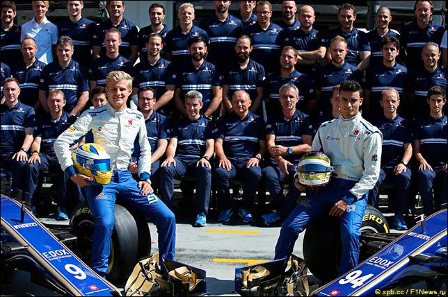 Sauber – групповая фотография в середине сезона