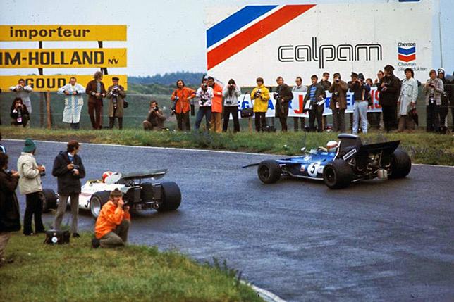 Йо Зифферт (Firestone) и Джеки Стюарт (Goodyear) ведут борьбу на Гран При Нидерландов 1971 года