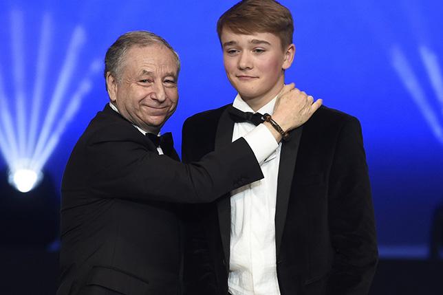 На гала-церемонии FIA Жан Тодт вручил Билли Монгеру специальный приз