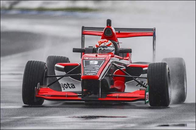 Маркус Армстронг нацелен на титул в Toyota Racing Series