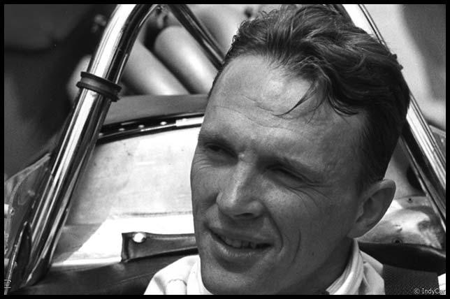 Скончался легендарный гонщик, основавший традицию обливаться шампанским наподиуме