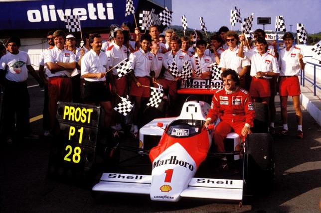 Команда McLaren празднует рекорд Алена Проста