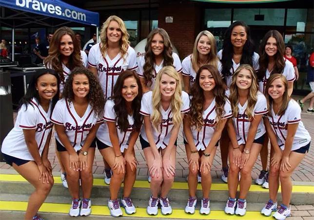 Чирлидерс бейсбольного клуба Atlanta Braves, принадлежащего Liberty Media