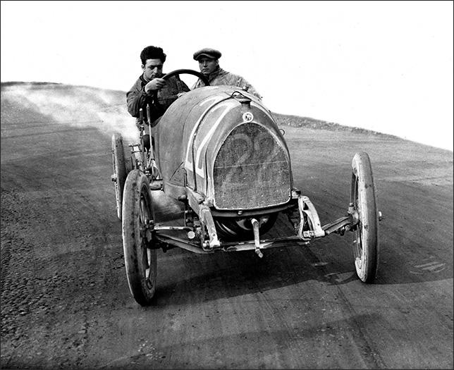 Энцо Феррари на гоночной трассе в 20-е годы прошлого столетия