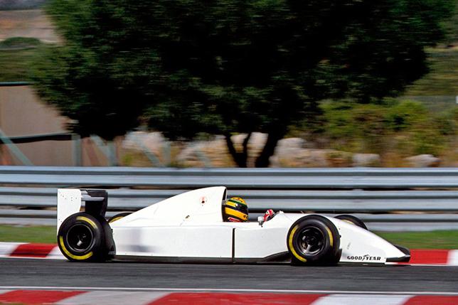 Айртон Сенна тестирует McLaren MP4/8B с двигателем V12 Lamborghini на трассе в Эшториле. Фото McLaren