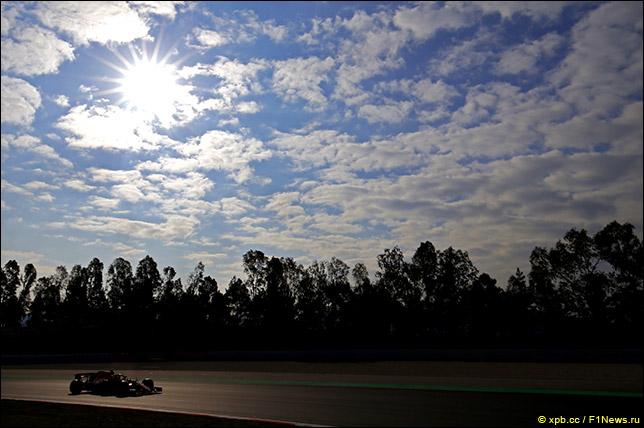 Себастьян Феттель возглавил протокол второго дня тестов в Барселоне...