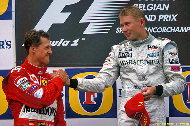 Михаэль Шумахер и Мика Хаккинен на подиуме Гран При Бельгии 2000 года