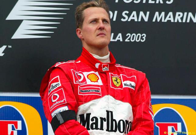 Михаэль Шумахер на подиуме Гран При Сан-Марино 2003 года