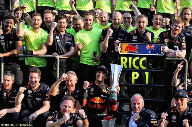 В Red Bull празднуют победу Риккардо
