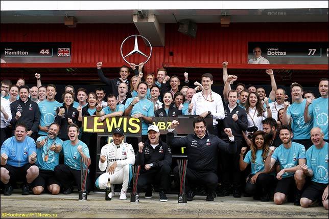 В Mercedes отмечают победный дубль