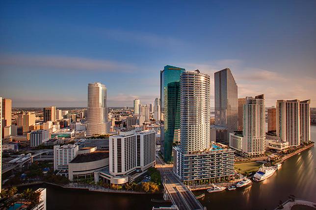Рассвет в Майами. Фото Nick Shirghio