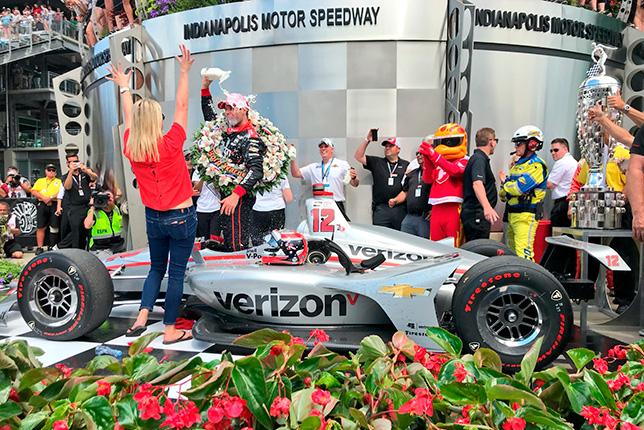 Уилл Пауэр празднует победу на Инди-500