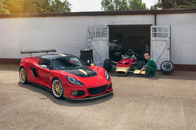 Lotuse Exige Type 49 и историческая машина Lotus 49, на которой Грэм Хилл выиграл свой второй титул