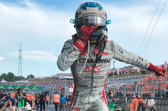 Ф2: Ник де Вриз выиграл дождевую гонку в Венгрии